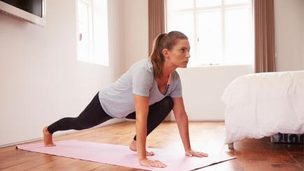 Simple Bedroom Exercises how to get rid of bingo wings: 5 easy exercises to tone wobbly