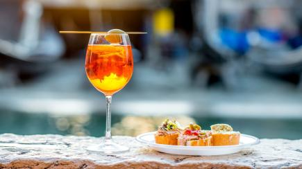 6 first-class fizzes and stylish spritzes to celebrate summer