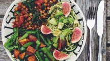 9 money saving tips for following a healthy plant-based diet if you're a student