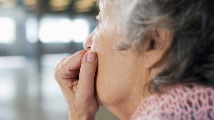 Living in a wealthy area 'decreases risk of dementia'