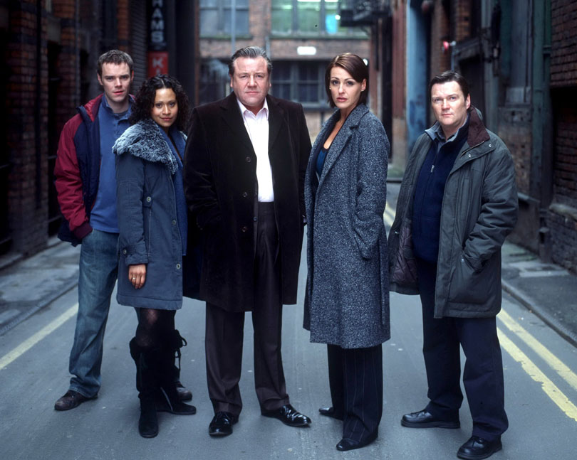 Angel Coulby with the cast of ITV's Vincent, 2005. L-R: Joe Absolom, Angel Coulby, Ray Winstone, Suranne Jones, Ian Puleston-Davies. Photo credit: ITV/REX/Shutterstock