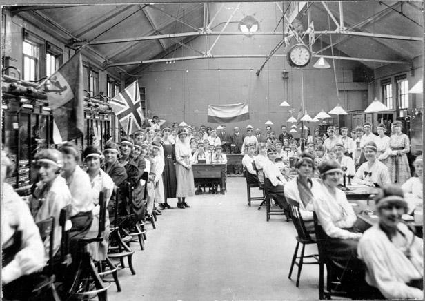 WW1 women working as telephonists - BT Archvies