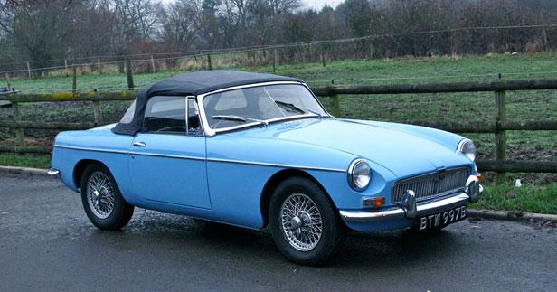 MG B Roadster in blue