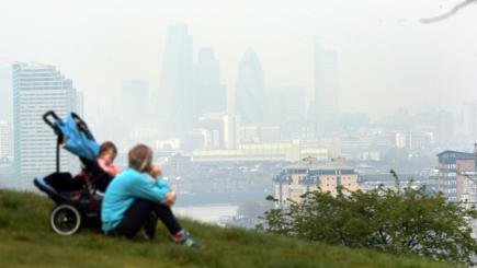 All Londoners live with dangerous levels of toxic air particles, mayor warns
