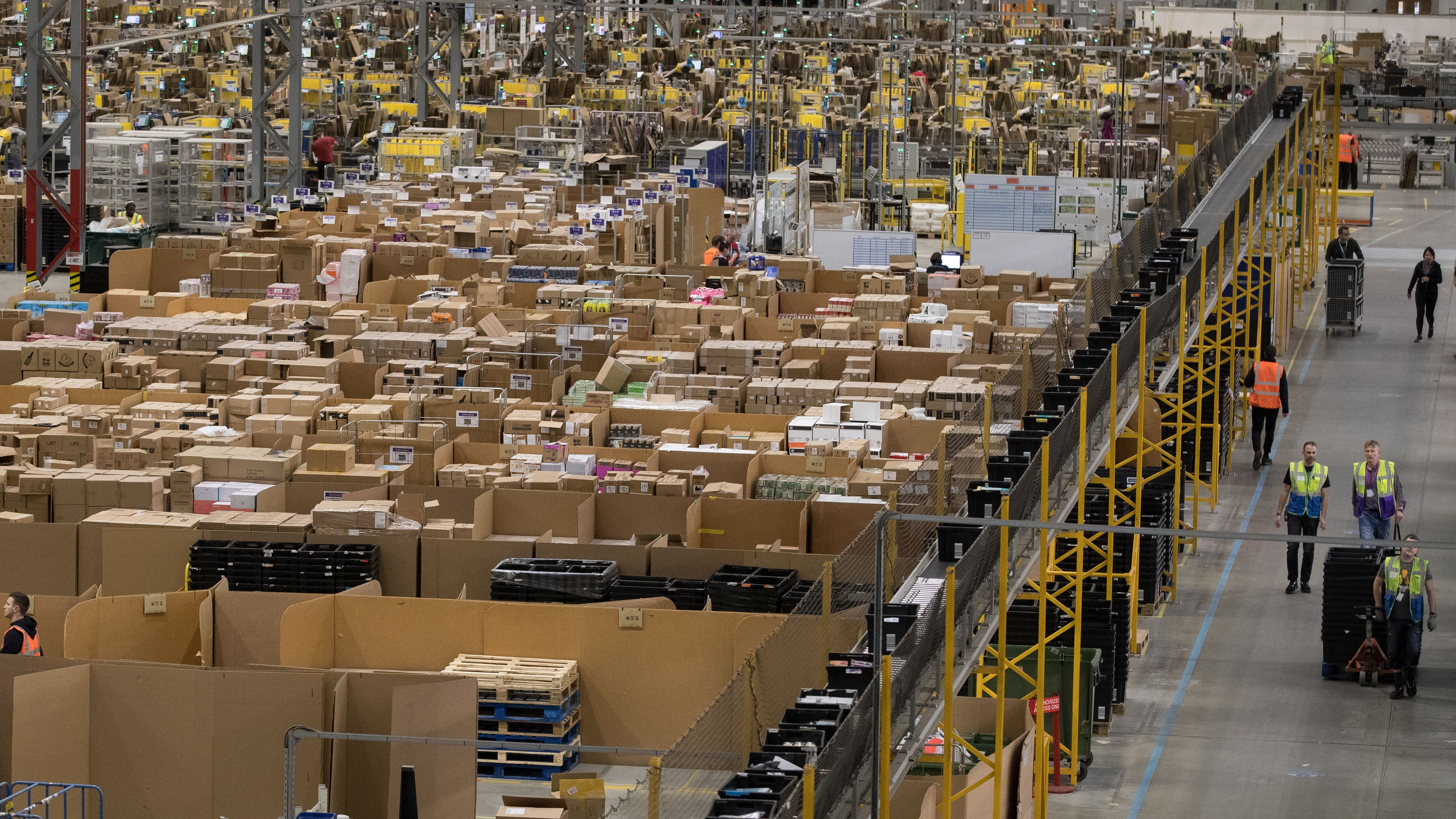 As Amazon looks to deliver, FedEx and UPS shares fall