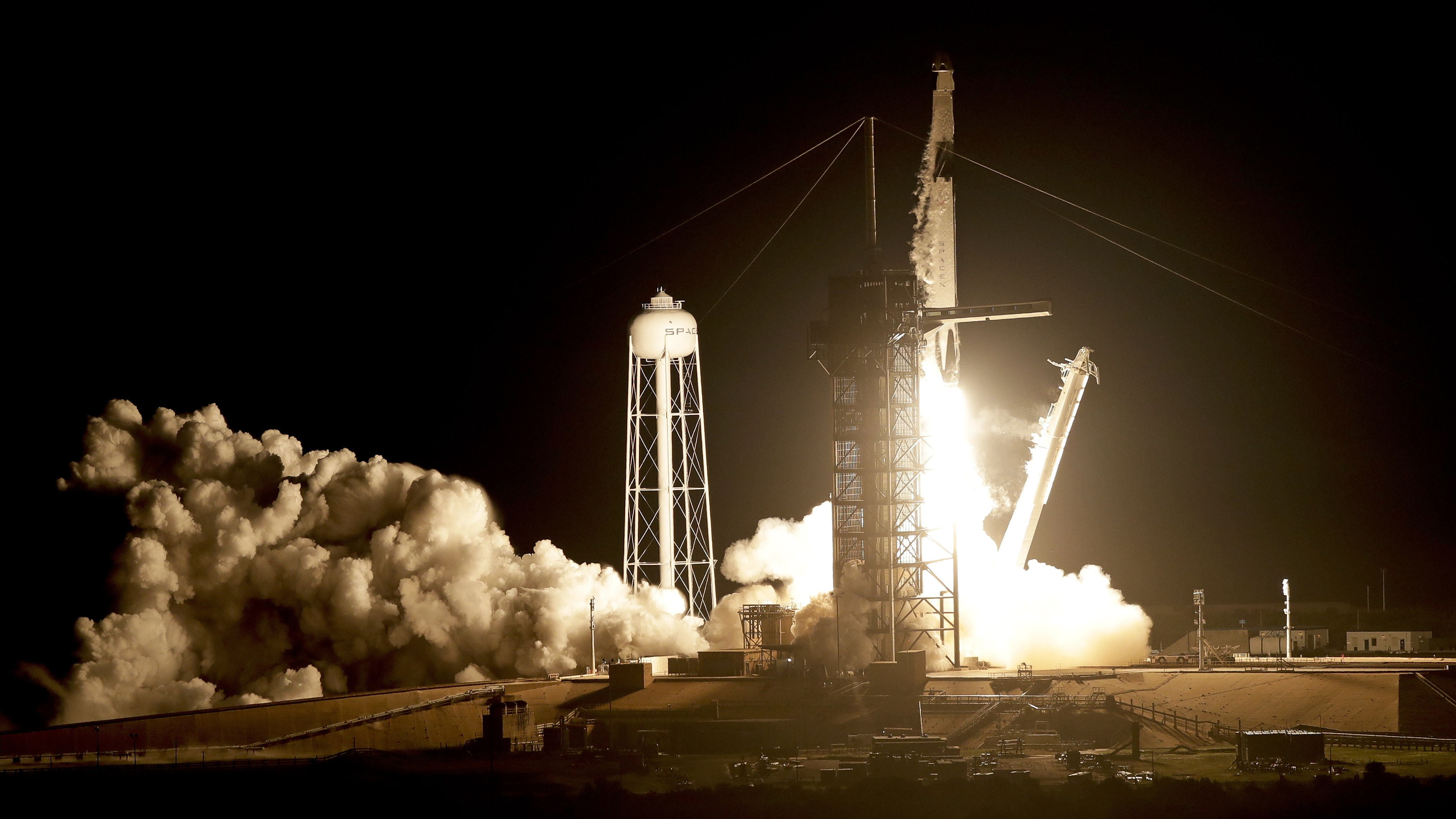 SpaceX launches capsule bound for International Space Station