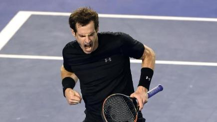 Andy Murray pumps his fist as he beats Nick Kyrgios