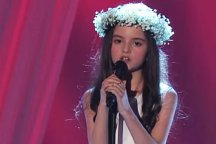 Angelina Jordan Astar covers Nancy Sinatra's version of Bang Bang on Norwegian talent show Norske Talenter.
