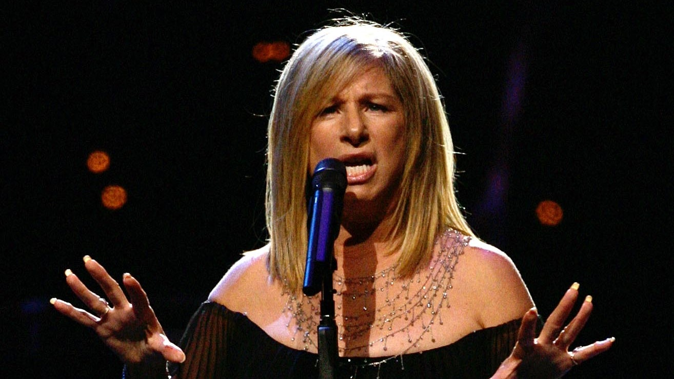 Barbra Streisand, Kris Kristofferson sing duet in London