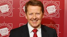 BBC Breakfast presenter Bill Turnbull is leaving the show - to spend more time with his bees