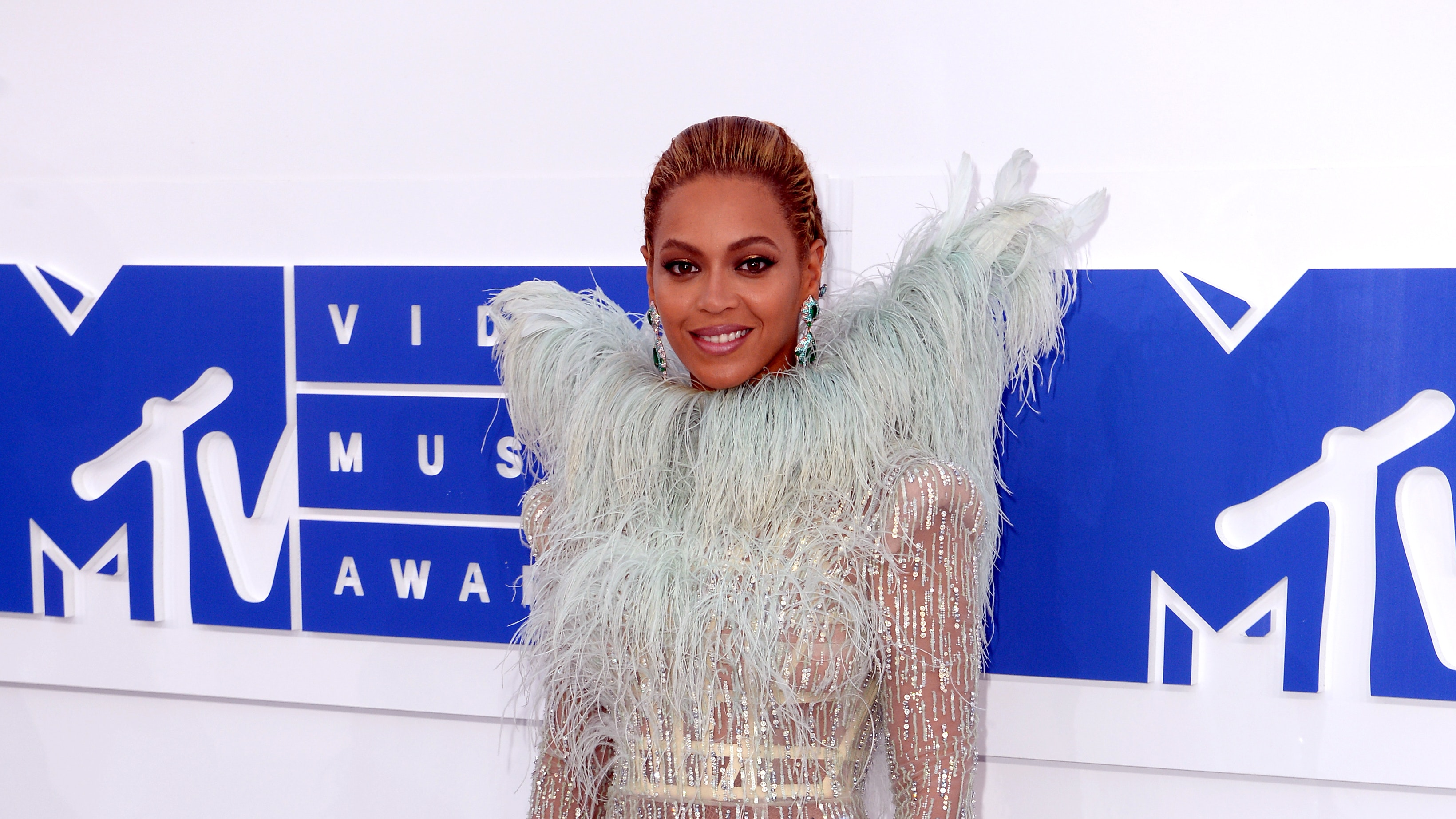 Mathew Knowles says Beyoncé and Solange's light complexions helped their music careers
