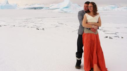 British polar guides are first to marry on Antarctic territory