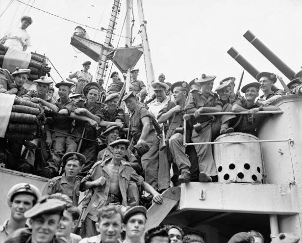 British troops disembark in Pusan, South Korea on August 29, 1950.