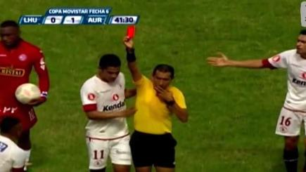 Johan Sotil recieving a red card