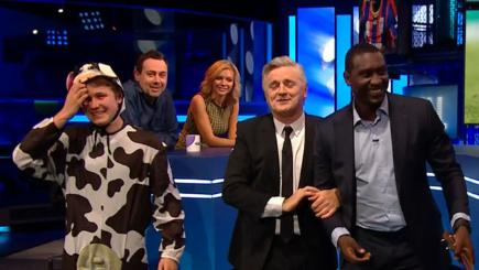Can Heskey hits a cow's backside with a banjo?