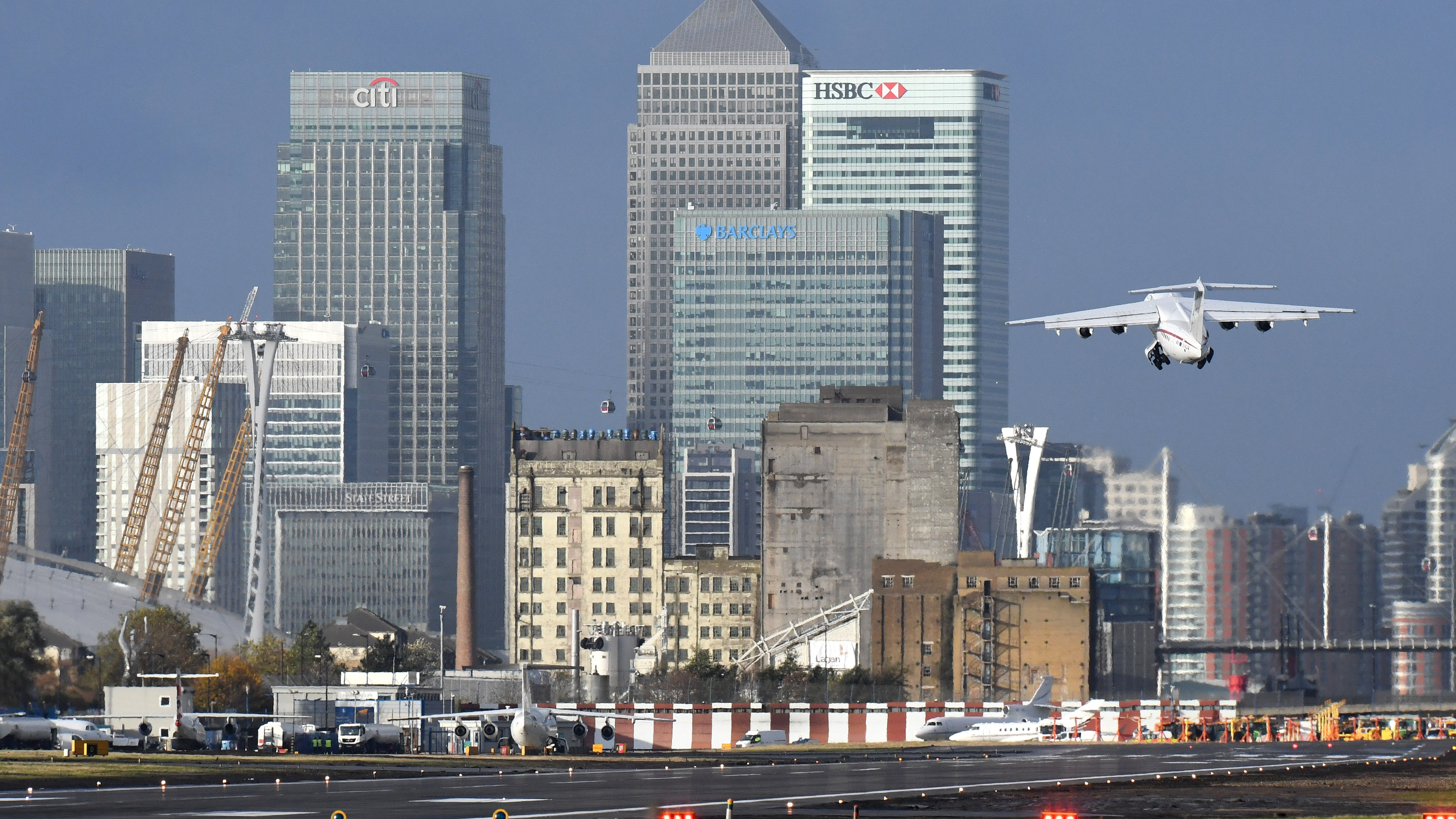 World War 2 bomb recovered from Thames, London City Airport shut