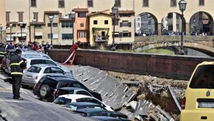 Cars swallowed by sinkhole in Florence