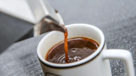 Coffee drinkers live longer, study shows