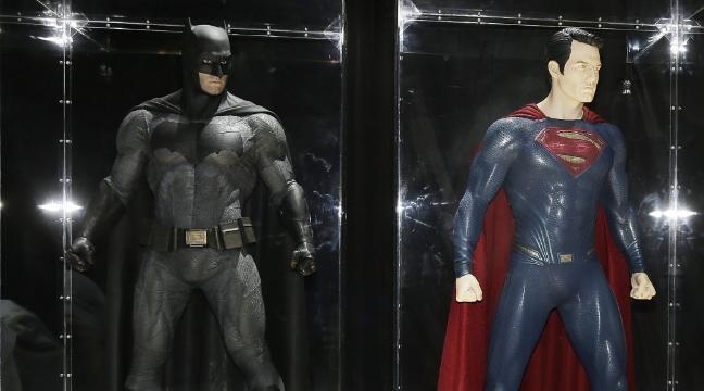 Comic Con 2015 Batman V Superman Fans Pick Sides In The Ultimate Superhero Battle