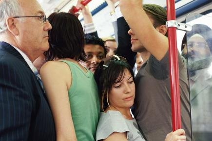 crowded-train-carriage-13638780002121040