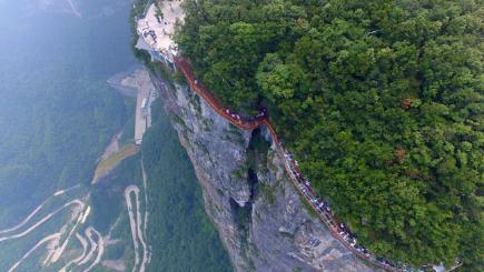 Glass Bottomed Bridge Opens In Tianmen Mountains In China Bt