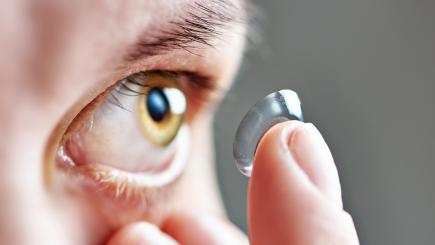 British woman didn't know she had 27 contact lenses on one eye