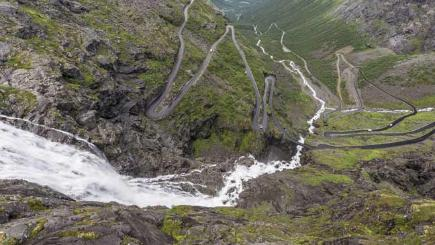 Driving on the edge - 8 of the world's most dangerous roads
