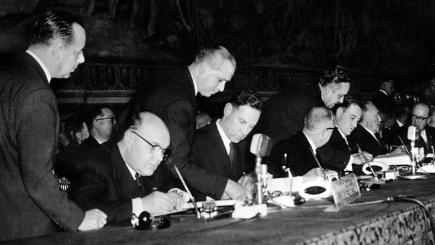 European polititicians sign the treaty for the European Common Market.