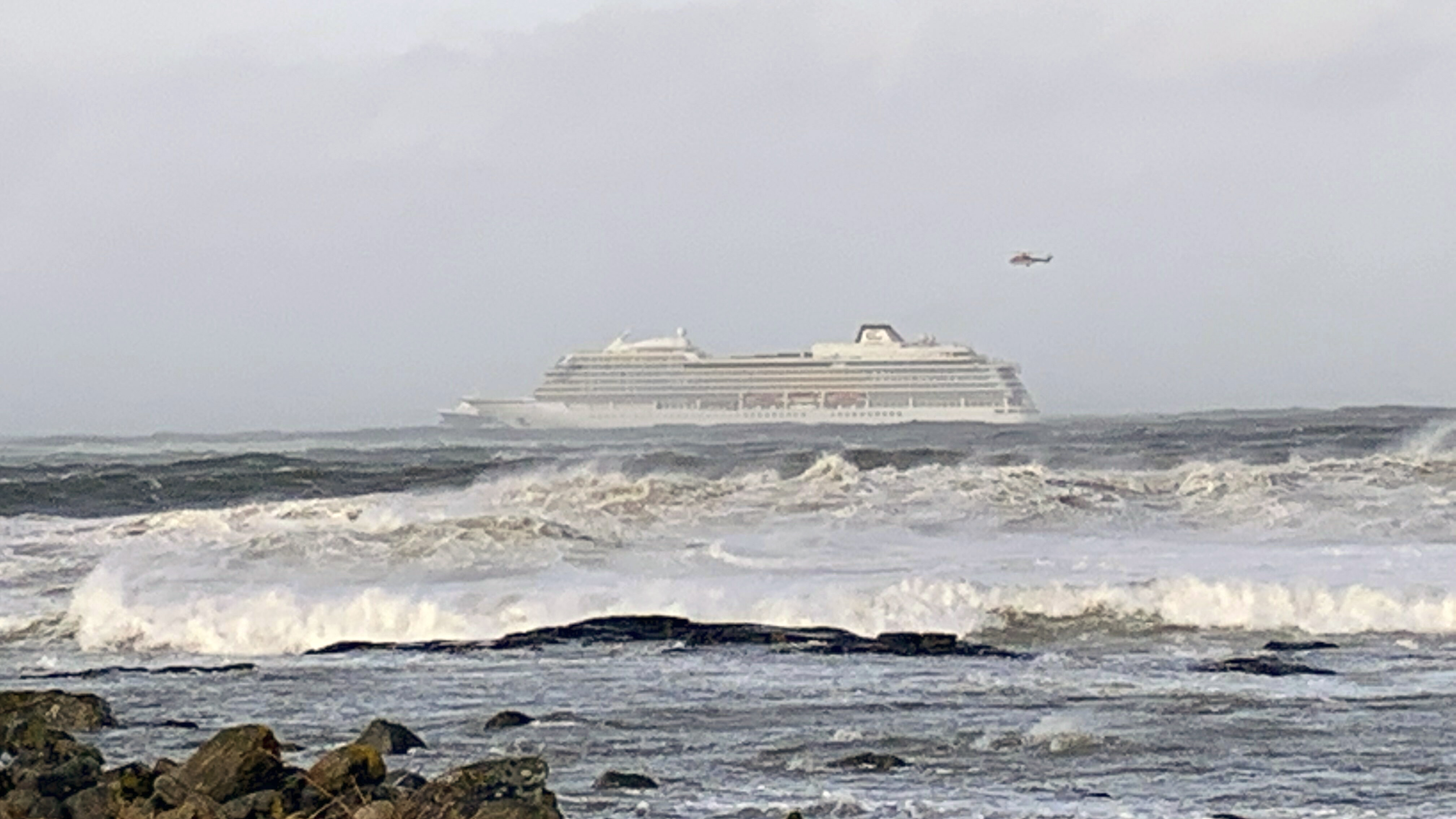 1300 evacuations under way from Norway cruise ship