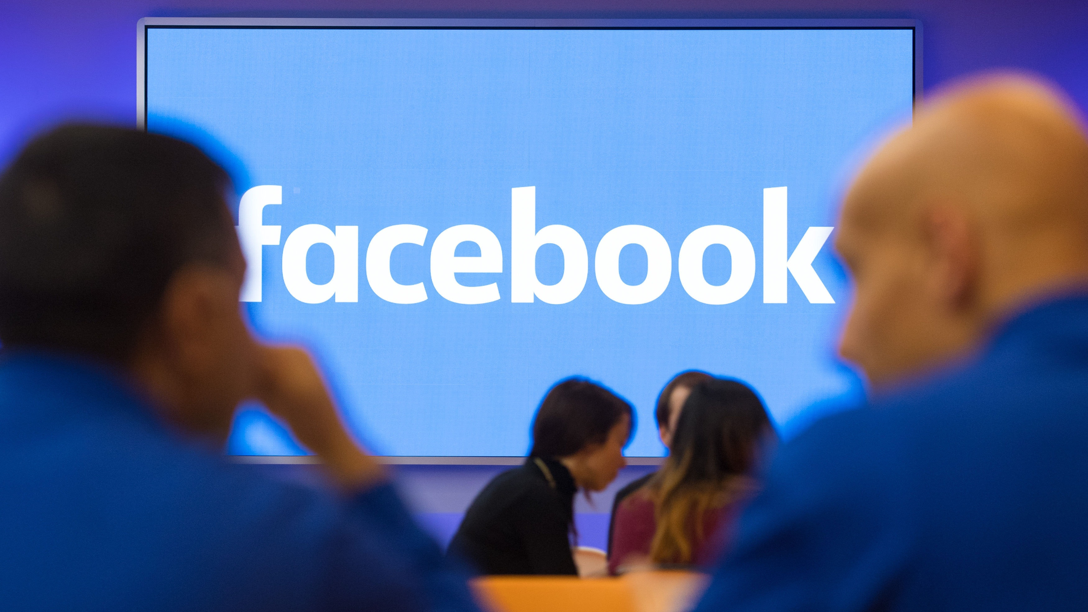 Facebook banning ads that promote cryptocurrencies, ICOs and binary options
