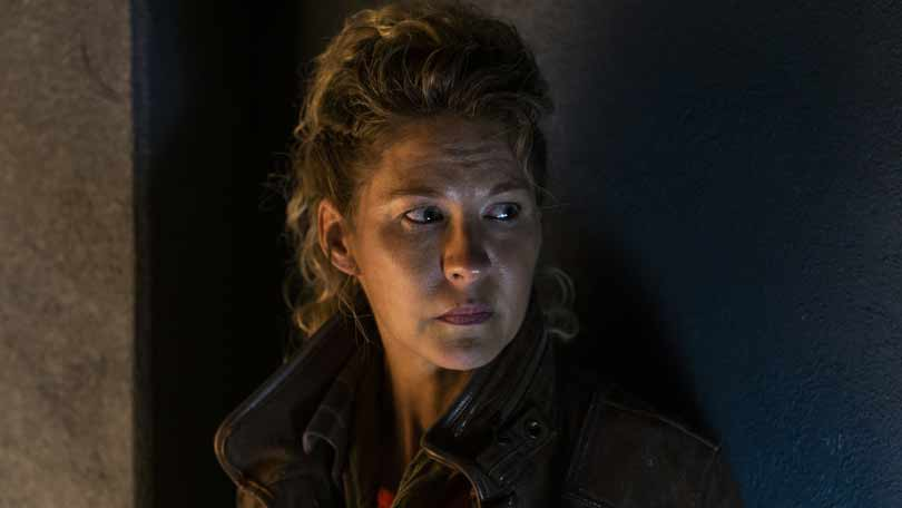 Jenna Elfman in Fear the Walking Dead