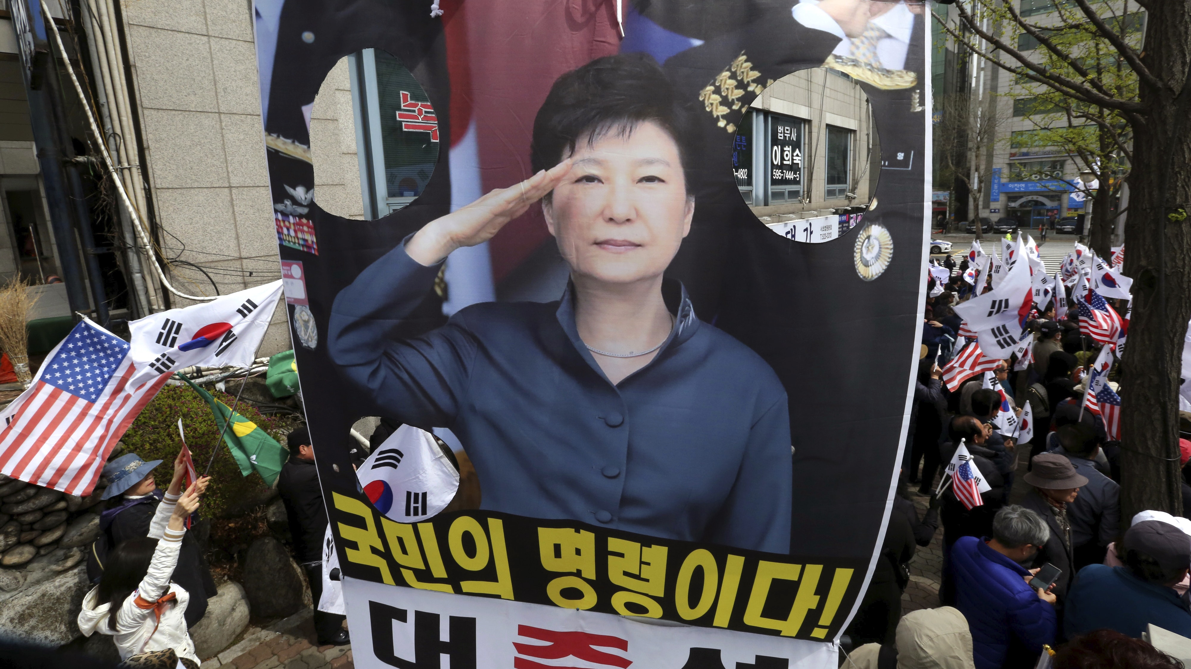 http://home.bt.com/images/former-south-korean-leader-park-jailed-for-24-years-over-corruption-136426283032402601-180406104038.jpg