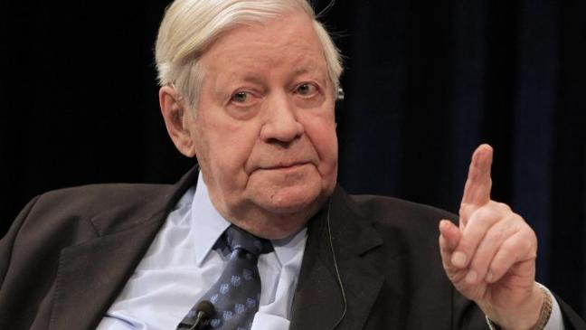 Former German chancellor Helmut Schmidt has died aged 96 (AP) - former-west-german-chancellor-helmut-schmidt-dies-aged-96-136401575463303901-151110150117