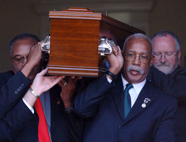 Tommie Smith and John Carlos acted as pallbearers at Peter Norman's Melbourne funeral in 2006.