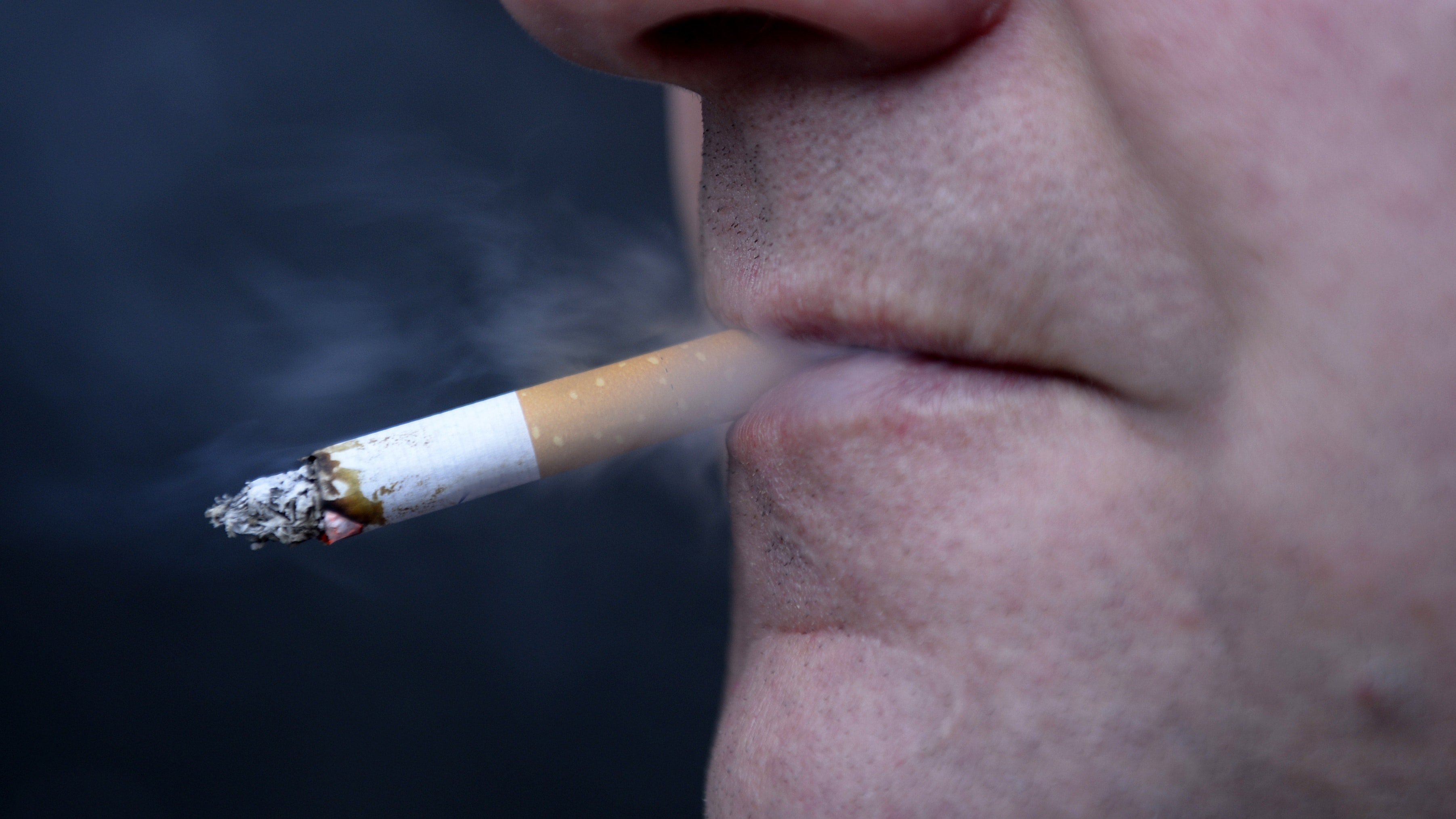 British government plans to eliminate smoking by 2030