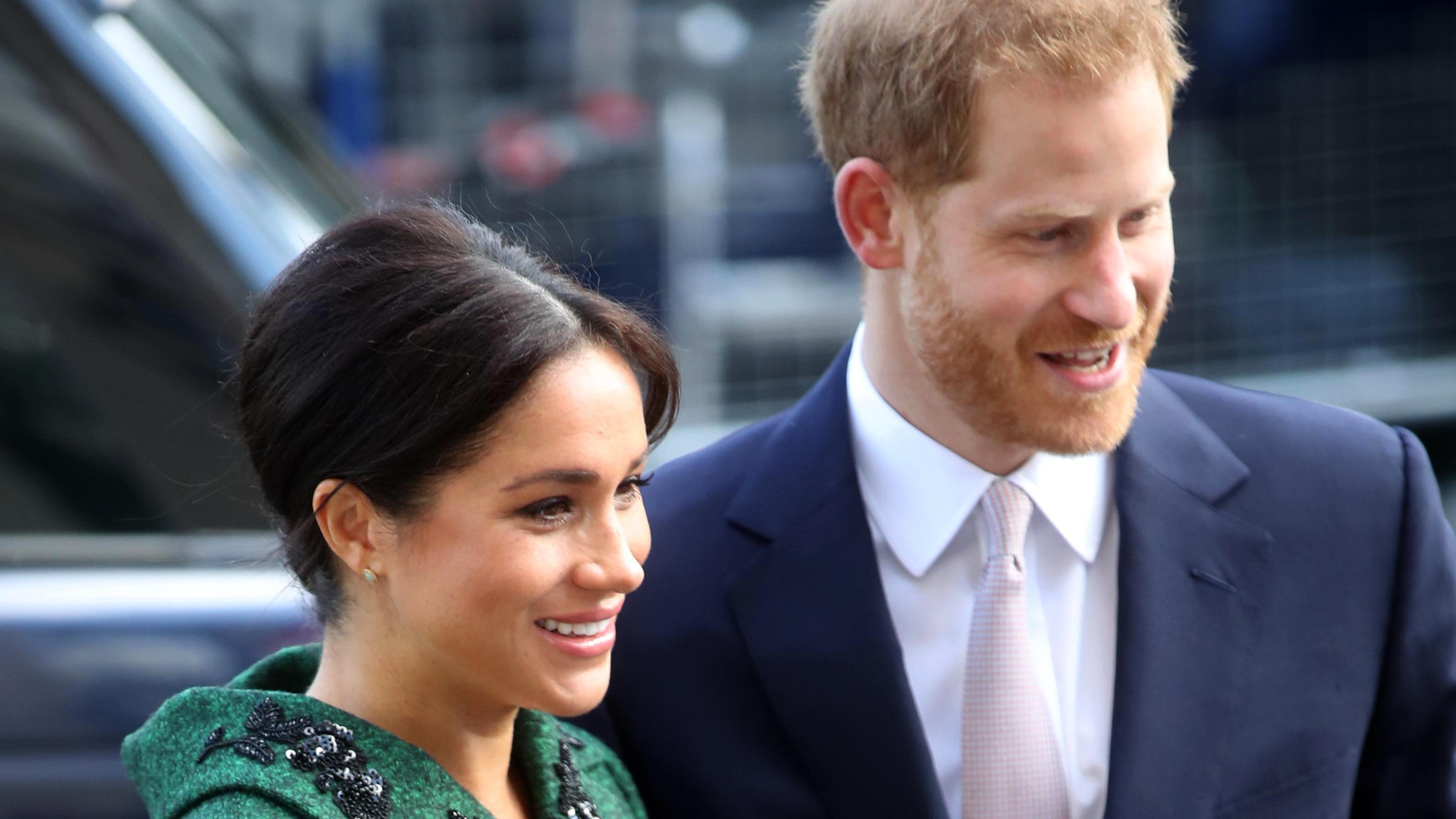 """Oprah Believes Meghan Markle Is Being Treated Unfairly In The Press: """"She Just Has A Wonderful, Warm, Giving, Loving Heart"""""""