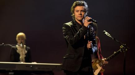 Harry Styles, Miley Cyrus give touching tributes to Manchester victims