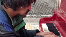 Homeless man is amazing self-taught pianist