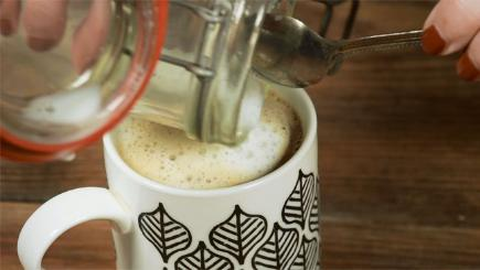 How to froth milk without using a steamer
