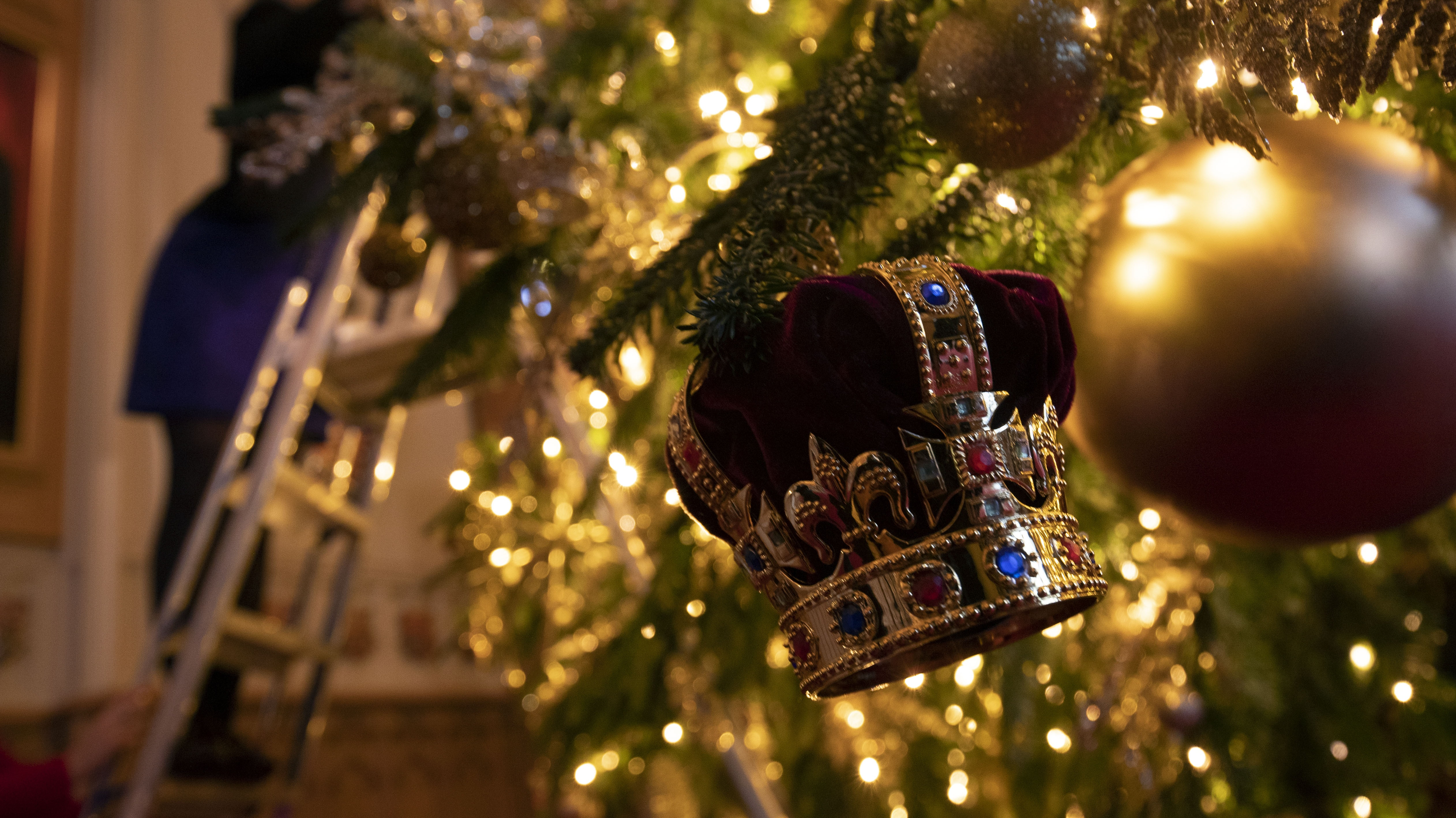 In Pictures: Christmas decorations fit for a royal castle   BT