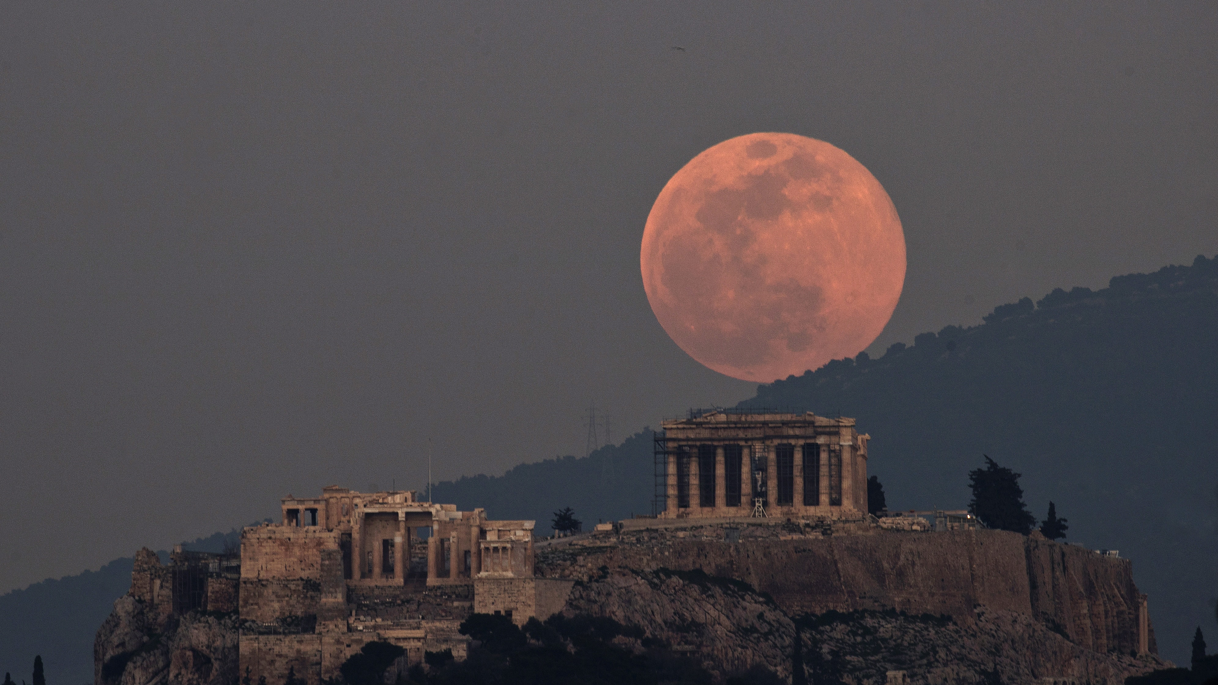 Photos of the 'super snow moon' from around the world