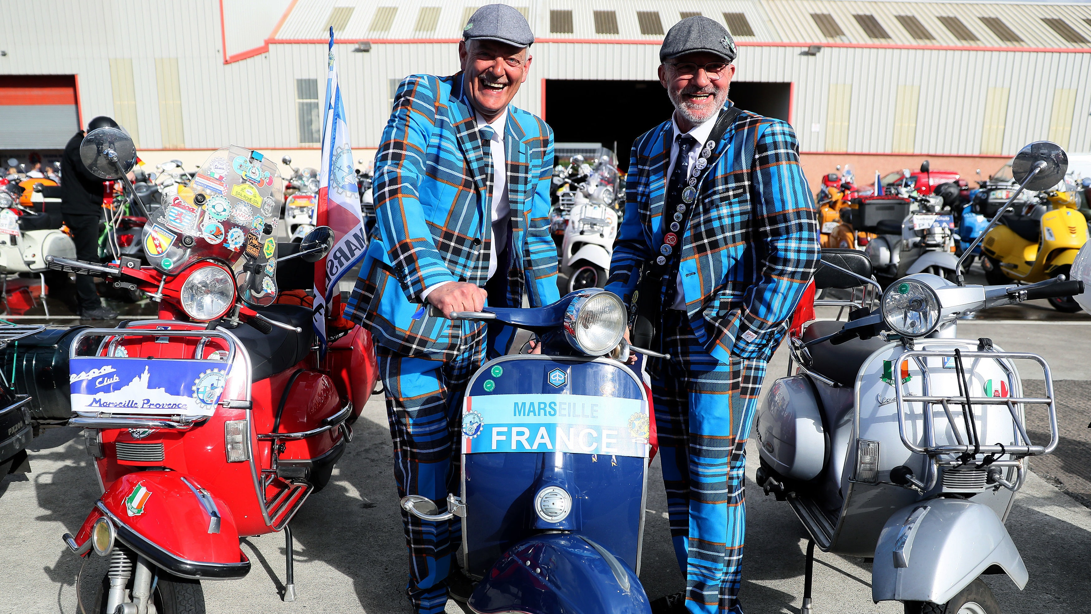 In Pictures: Thousands of Vespa enthusiasts descend on Belfast | BT