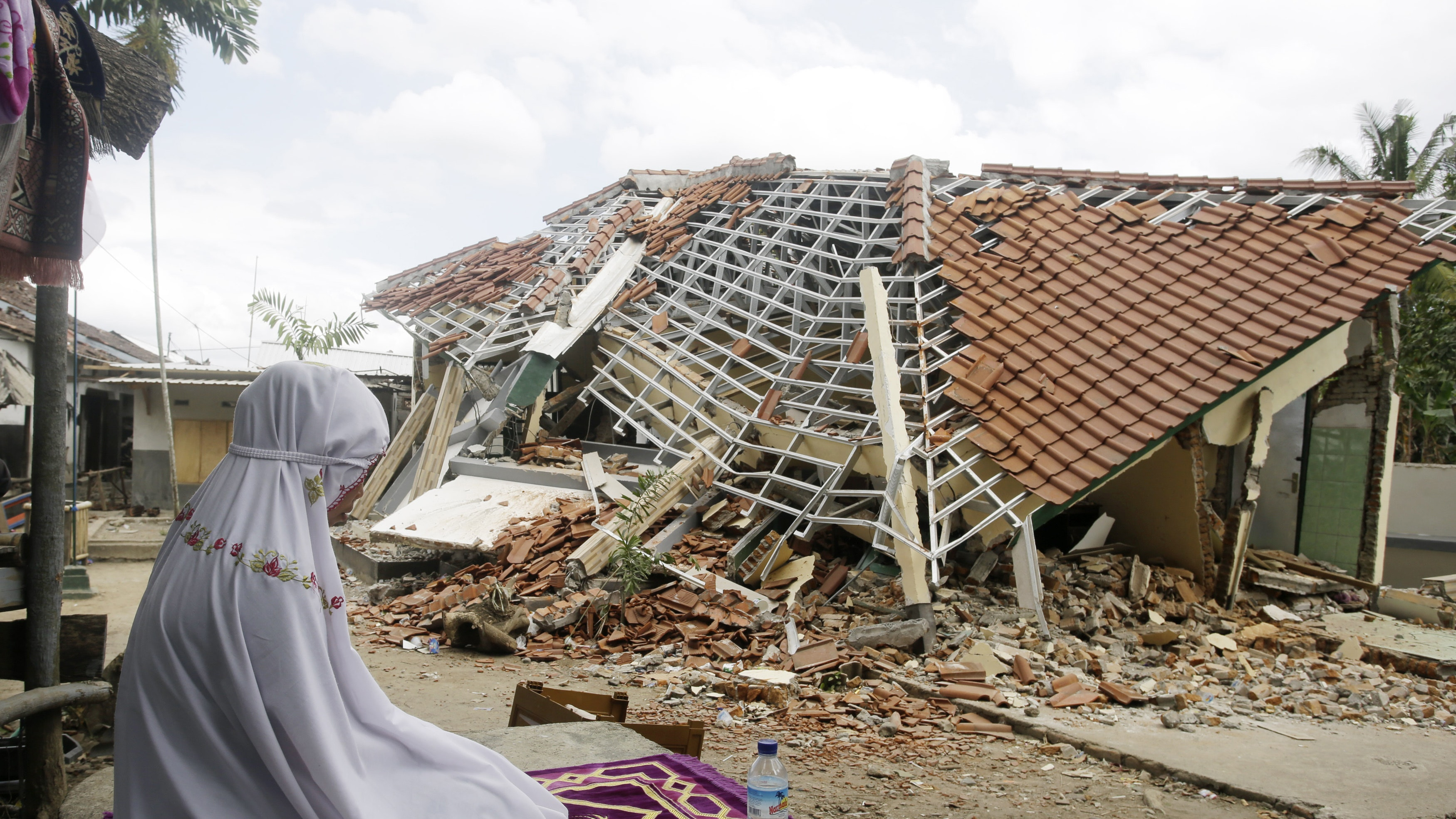 Indonesian island struck by another strong earthquake | BT