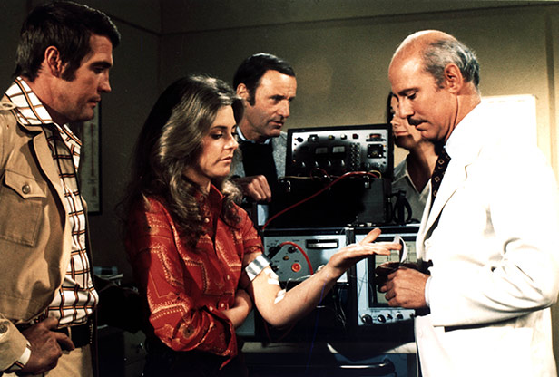 Lee Majors, Lindsay Wagner and Richard Anderson in The Six Million Dollar Man