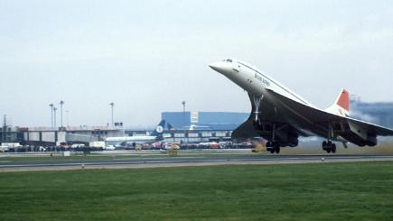 January 21, 1976: Concorde makes its first commercial flights from London and Paris