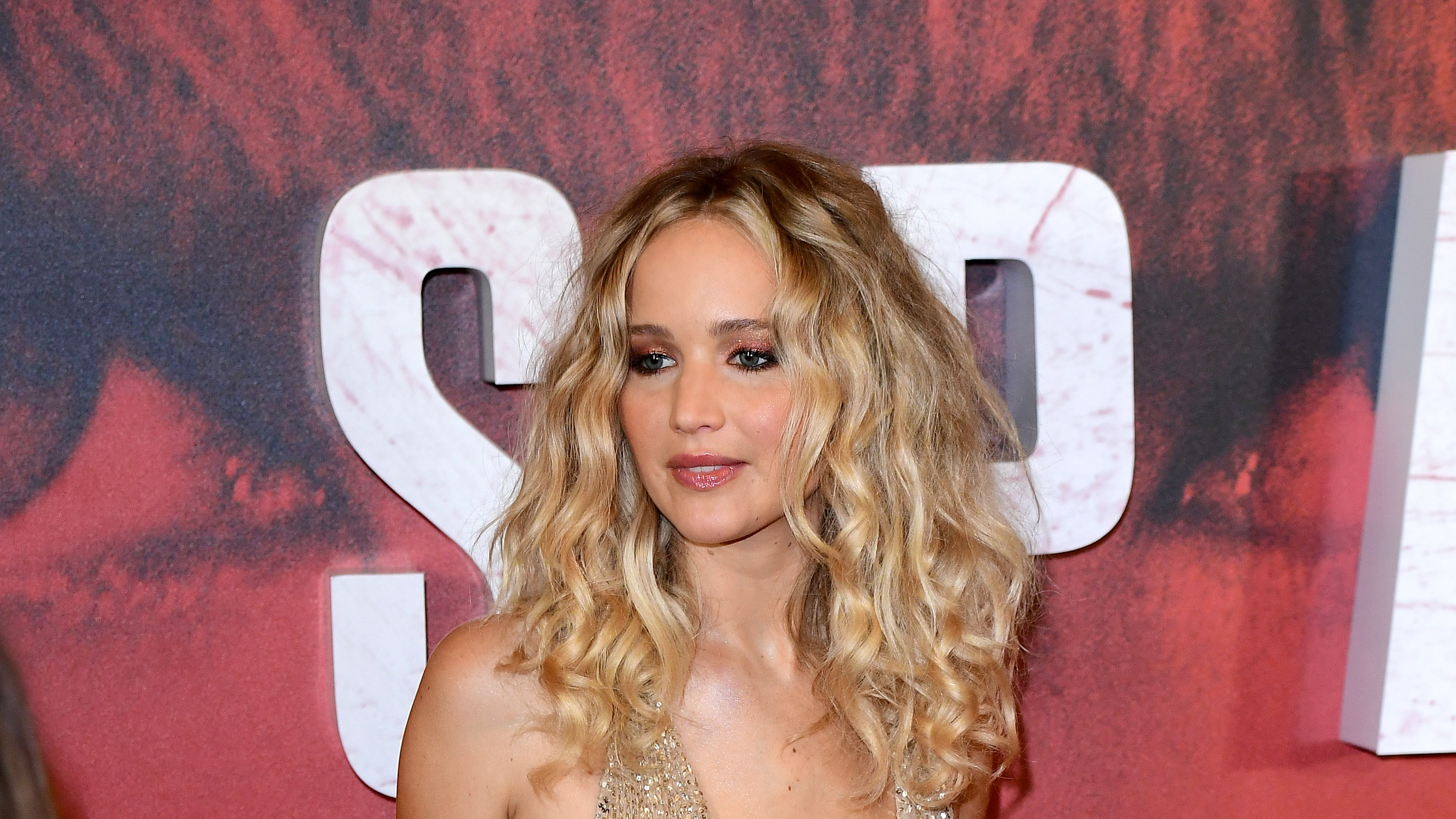 Actress Jennifer Lawrence engaged to art gallery director