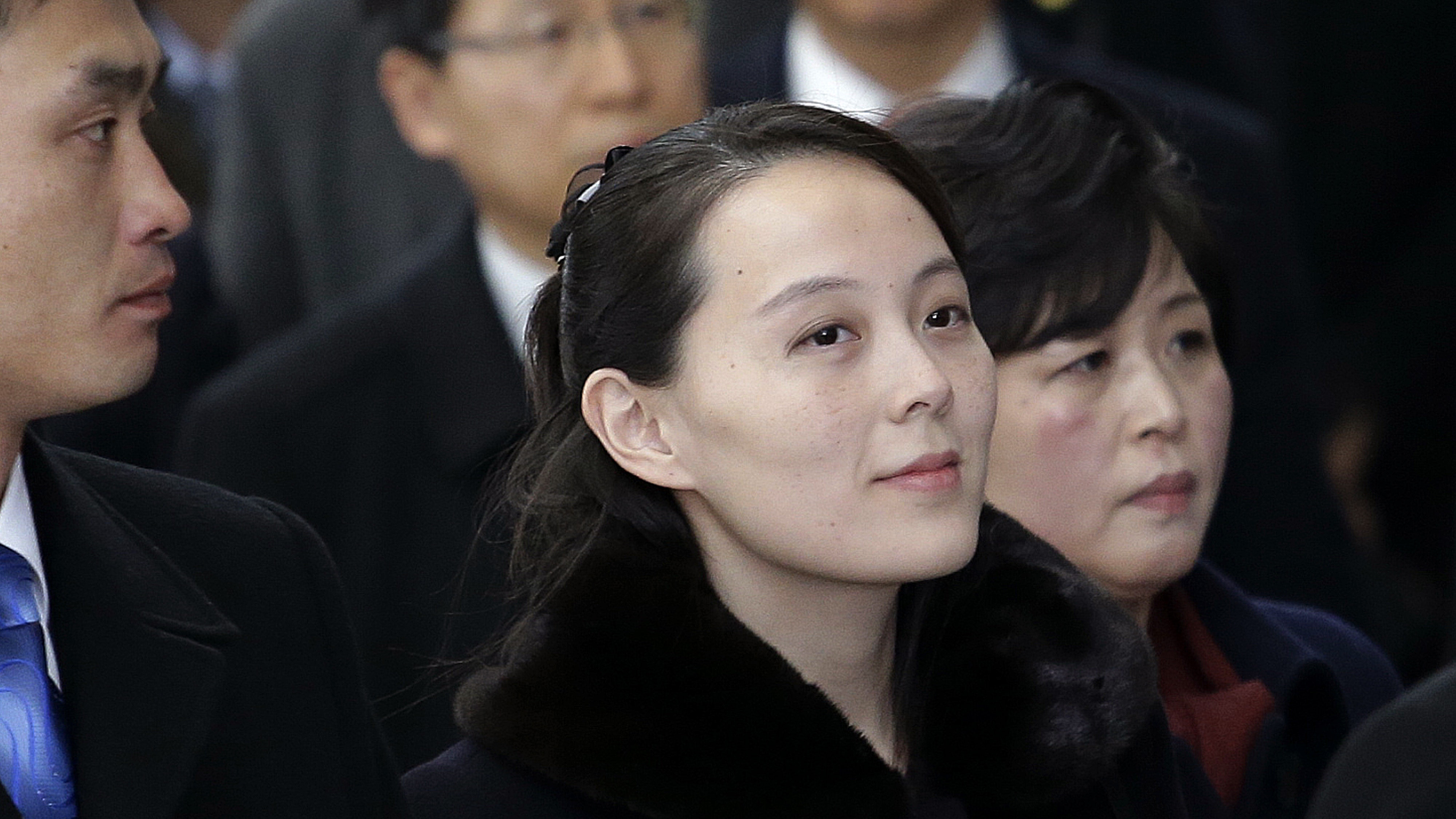 Kim Jong Un's sister shakes hands with South Korean leader ...