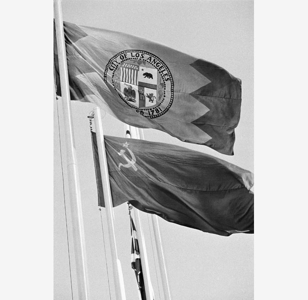 The flag of 1984 host Los Angeles, rather than that of the US, flies at the closing ceremony.