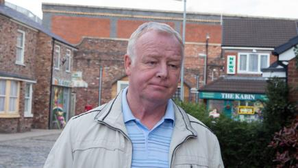 Les Dennis in row with Coronation Street fans