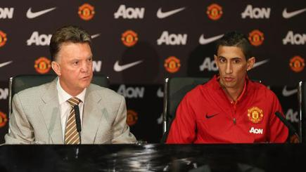 Louis van Gaal with Manchester United's new signing Angel di Maria.